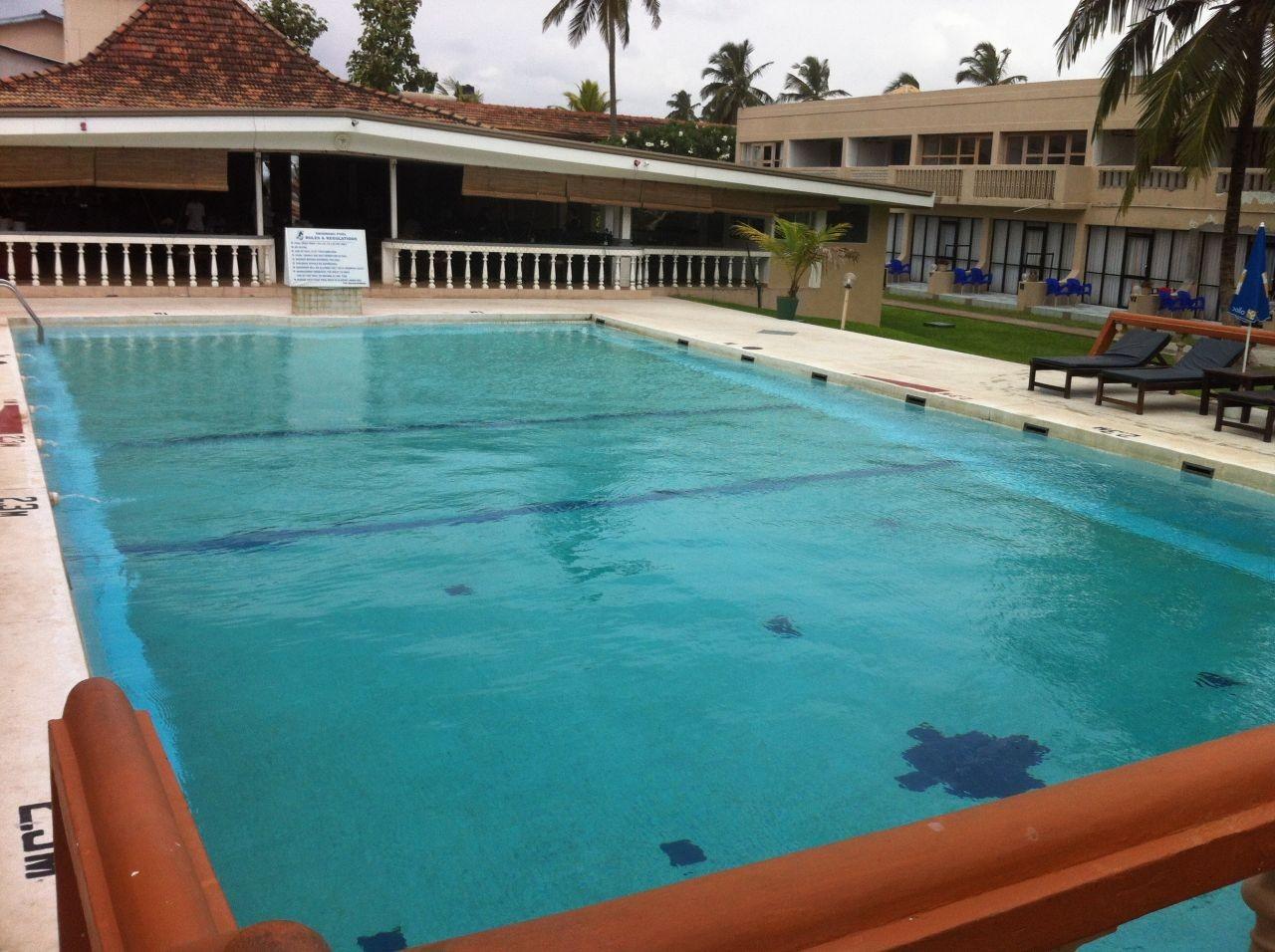 Une journ e la piscine negombo for Journee piscine